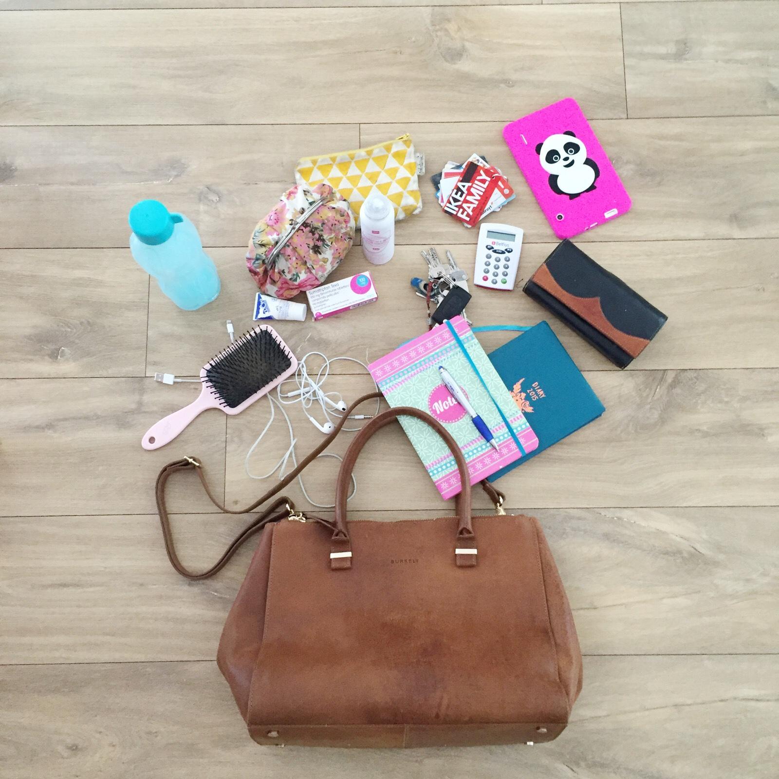 d70474b2bb5 So Baggy: Wat zit er in mijn handtas? - Leuke Wereld